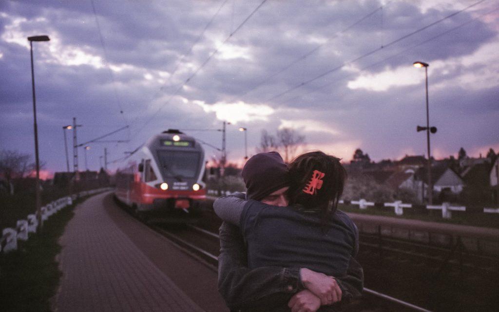 train hug